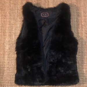 Love Tree Black Fur vest size medium.